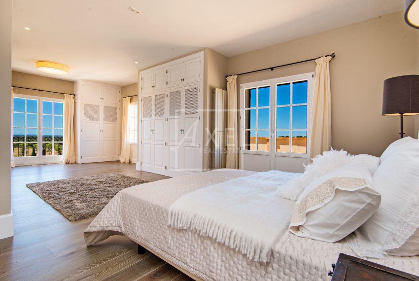 Sa_Pedrissa_first_floor_master_bedroom01axel-realestate