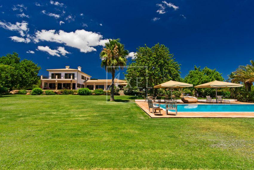 s'Era_pool_garden_house01axel-realestate
